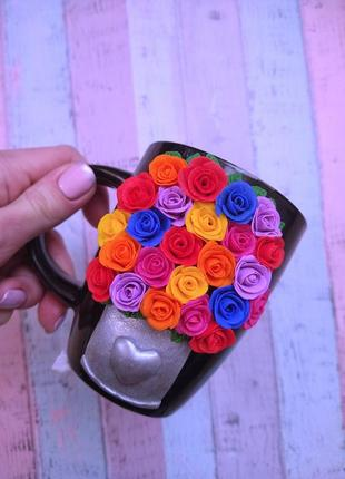 Розы из полимерной глины на чашке