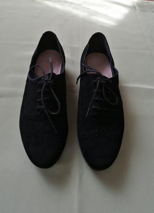 Туфли на низком каблуке замшевые черные clarks