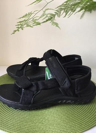 Легусінькі сандалі нові оригінал skechers розмір 41,44,45