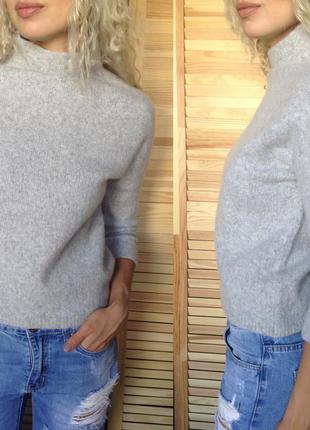 Светло-серый стильный свитер1