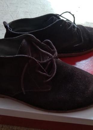Замшевые натуральные качественные полуботинки или высокие туфли.