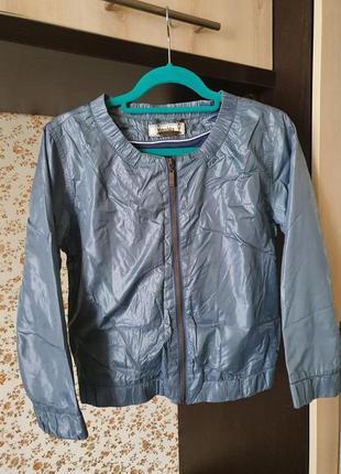 Стильная легкая куртка бомбер размер хс-с
