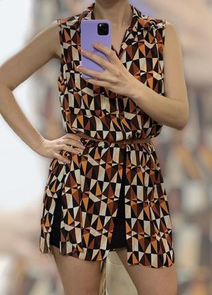 Длинная шифоновая блуза без рукавов с разрезами по бокам