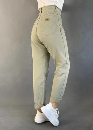 Светлые джинсы в отличн.состоянии!