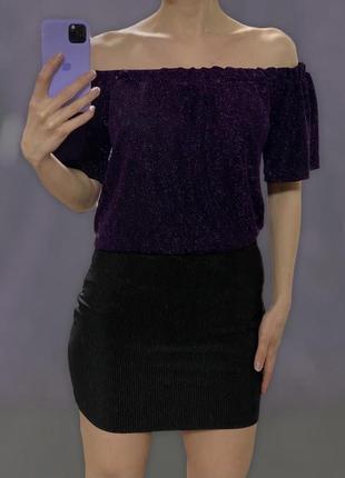 Блуза с люрексом свободного кроя с резинкой на плечах