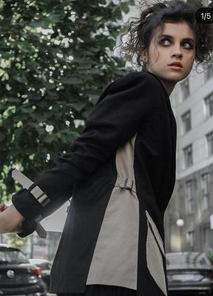 Оверсайз пиджак классический прямого кроя с яркими карманами и деталями