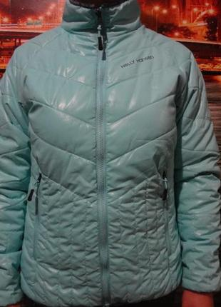 Яркая брендовая курточка