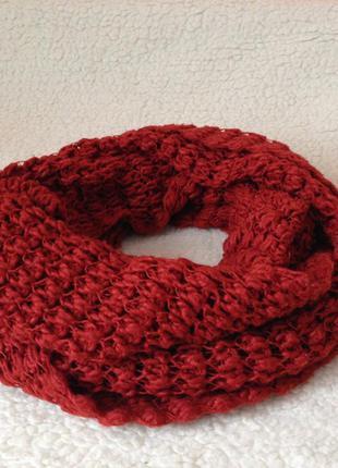 Обьемный вязанный шарф-хомут кирпичного цвета