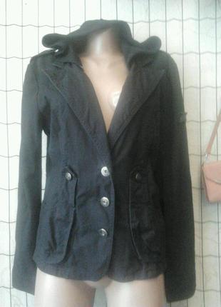 Пиджак джинсовый черный,капюшон отстегивается.12-14р