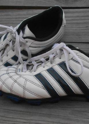 Бутсы для игры в футбол,пластмассовые шипы