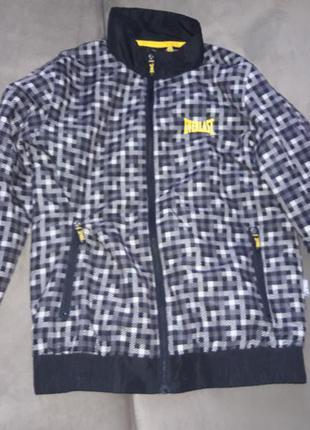 Фирменная курточка.