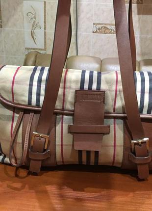 Очень красивая кожаная сумка burberry