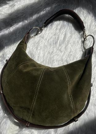 Замшевая сумочка необычной формы