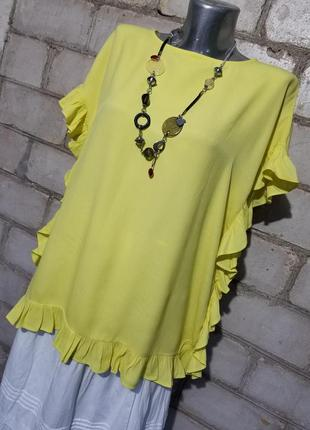 Красивая блуза с рюшами свободного кроя