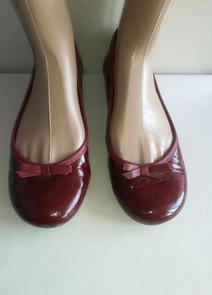 Очень красивые туфли из лаковой кожи.