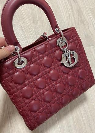 Кожаная сумка в стиле диор известного бренда