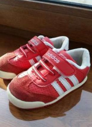 Кроссовки adidas, красные