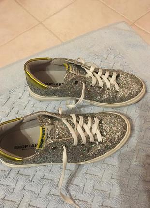 Сверкающие модные кроссовки