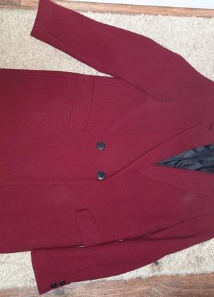 Пальто, демисезонне. дуже красивого бордового кольору.