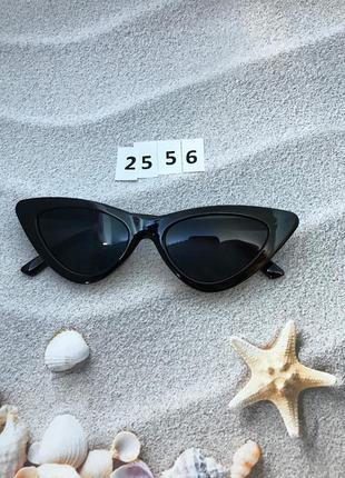 Модные черные ретро-очки