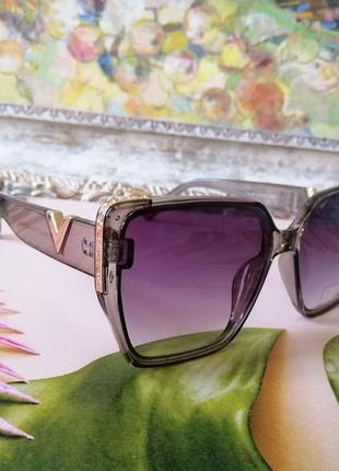 Брендовые прозрачно серые солнцезащитные женские очки