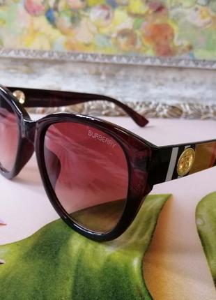 Брендовые солнцезащитные женские очки бербери