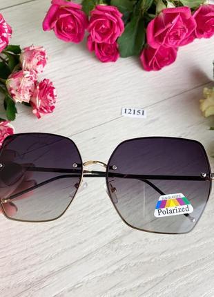 Трендовые солнцезащитные очки с поляризованной линзой
