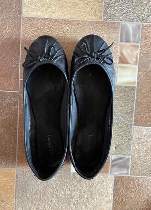 Черные кожаный балетки  laura d sarpi с бантиком на широкую ногу