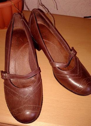 Тотальная распродажа!!! мягусенькие, комфортные туфельки clarks натуральная кожа, 25,5 см