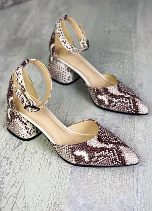 Стильные кожаные открытые туфли босоножки с тиснением под рептилию
