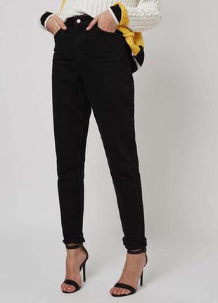 Моделирующие черные джинсы с высокой талией