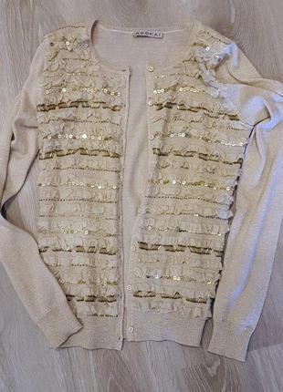 Необычный свитер с шерстью