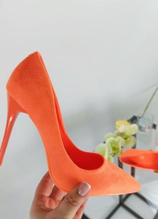 Шикарные яркие туфли лодочки на шпильке