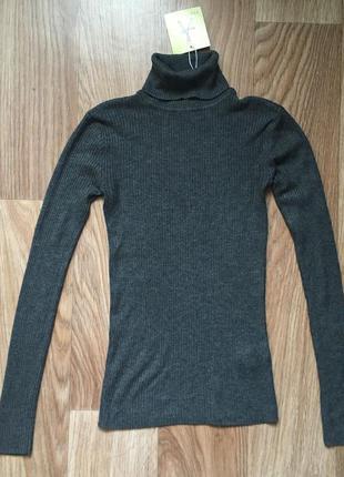 Серый свитер в рубчик/гольф
