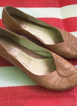 Мегаудобные кожаные туфли балетки лодочки clarks бразилия кожа