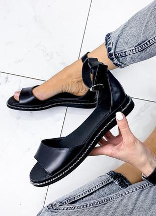 Черные кожаные босоножки.натуральная кожа с ремешком.