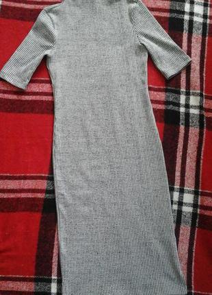 Очень крутое серое платье в рубчик миди