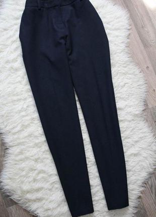 Прямые брюки с стрелками