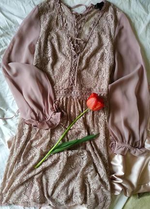 Нежное платье с кружевом шнуровкой