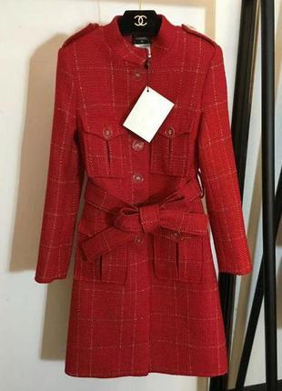 Красное пальто chanel