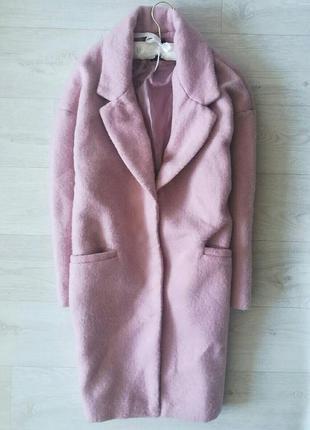 Стильное пудровое пальто бойфренд