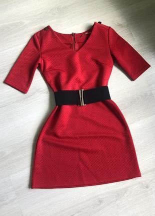 Платье красное ostin