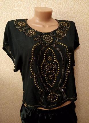 Черная шифоновая блузка с узором из заклепок