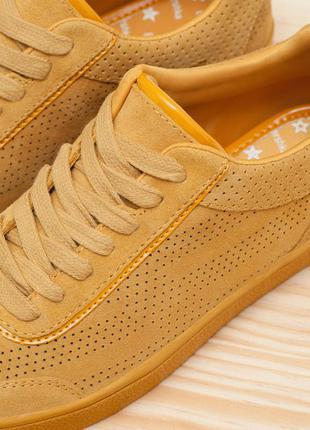 Кожаные трендовые кроссовки криперы цвета ириски