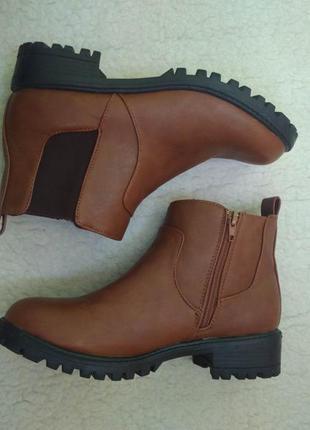 Коричневые байкерские ботинки челси тракторная подошва резинки каблук atmosphere