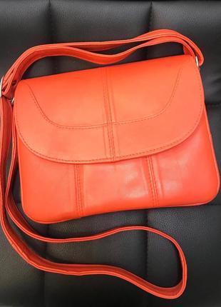 Классная сумка,кожа.