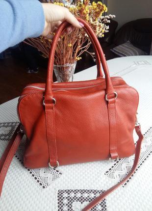 Шыкарная кожаная вместительная сумка vera pelle италия