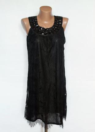 Черное кружевное платье с камушками
