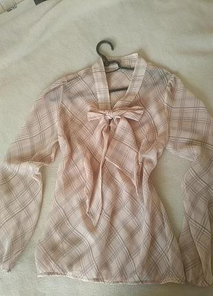 Легкая шифоновая блузка с бантом