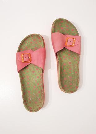 Яркие кожаные брендовые шлепанцы clarks розовый цвет